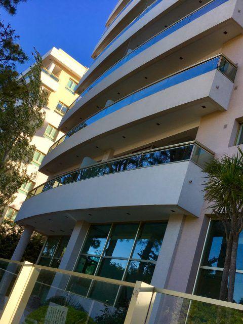 PINAMAR: Completo y Hermoso departamento en último piso en edificio Building