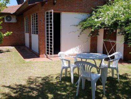 "VILLA GESELL: Casa para 4-5 personas ""TINTA ROJA"""